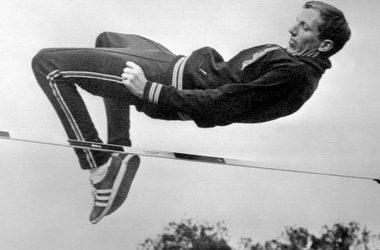 Dick Fosbury, el hombre que se atrevió a saltar diferente.